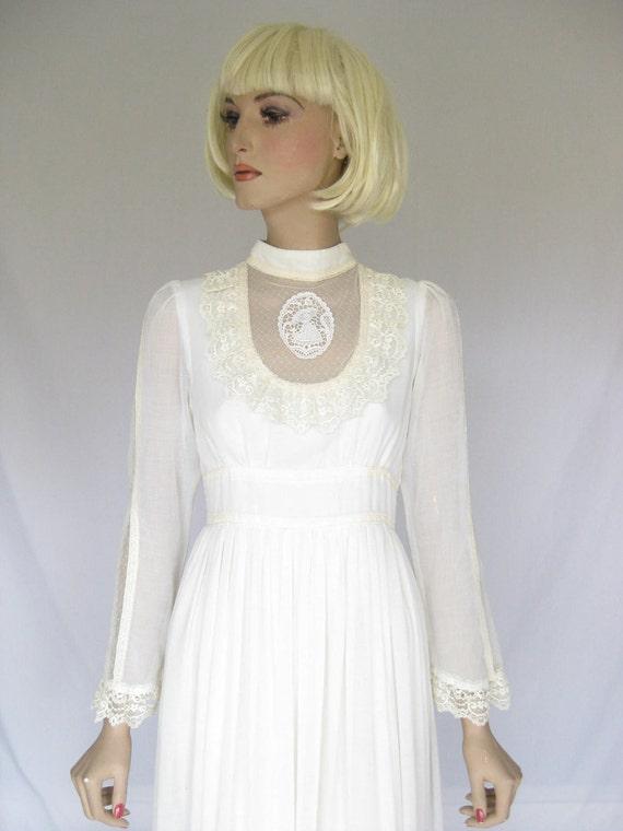 Vintage 1970s GUNNE SAX  Wedding Dress