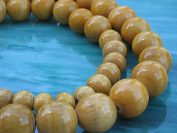Wood Bead Necklace Graduated Size Lovely Maple Color Vintage
