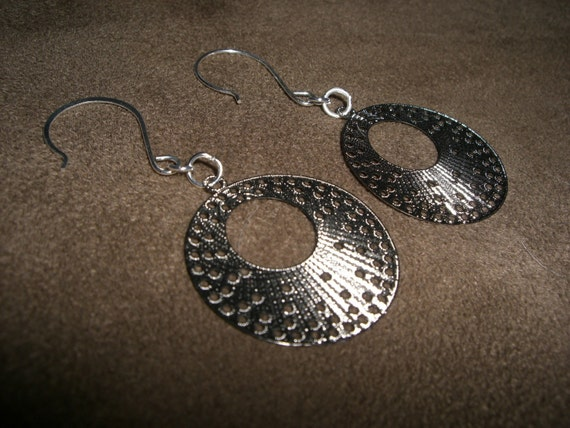 FREE SHIPPING- Hoop Style Earrings Filagree Cut 170