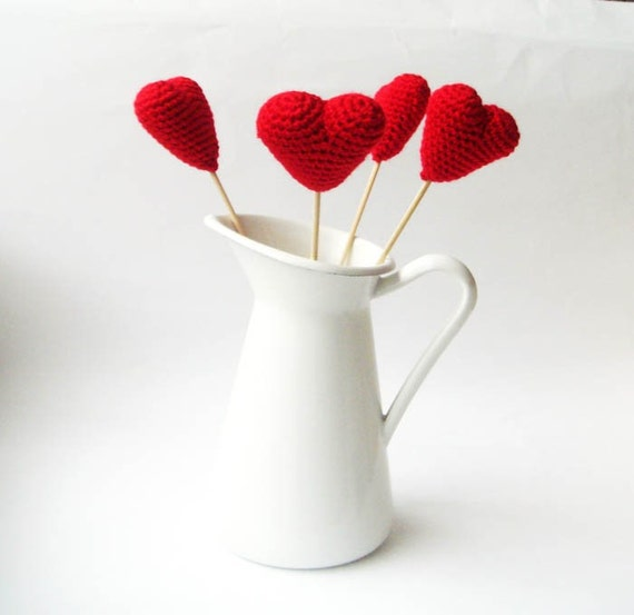 Crochet hearts , amigurumi hearts (set of 4) red hearts,wedding favors ,ornament,3d hearts heart supplies