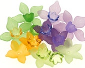 Daffodil Mix 20 Lucite Flower Beads Purple Greens Orange Narcissus Spring Flower Mix