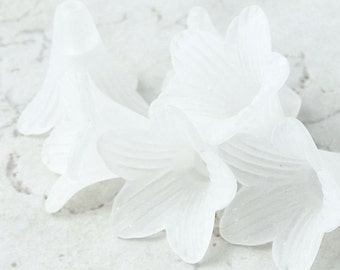 6 WHITE Flower Beads Lucite Flower Bead Frosted Matte 21mm x 23mm Large Trumpet Flower Tiger Lily Cone Beads Ice White Snow White