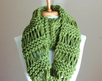Grass Green Knit Infinity Scarf, Chunky Scarf, Hand Knitted Infinity Scarf, Women Scarves, Knitted Circle Scarf, Winter Scarf, Accessories