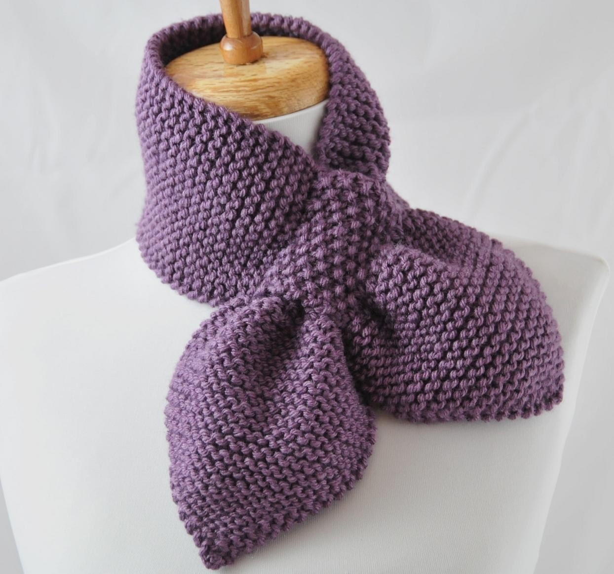 KNITTING PATTERN The Original Stay Put Scarf Pull by PhylPhil