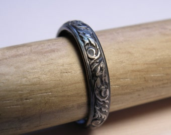 Dark Small Leaf Ring