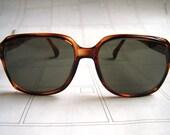 Fake tortoise shell vintage sunglasses
