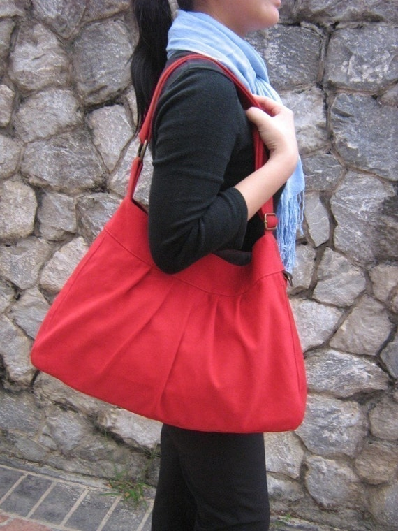SALE - Meredith in blossom red with adjustable strap