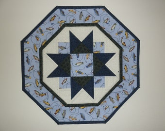 Quilted Star Table Topper - Fish (UNTT21)