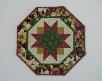 Quilted Star Table Topper - Lilies (EDTTH)