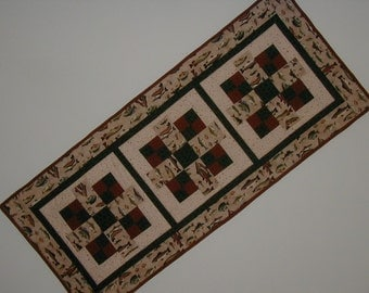 Quilted Table Runner - Fish (UNTRB)