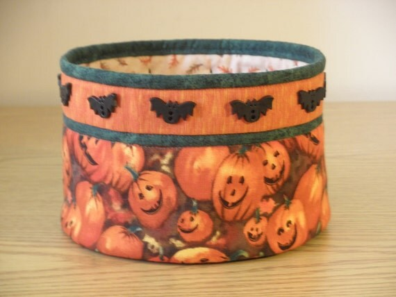 Quilted Fabric Bowl - Bats and Jacks (HbowlF)