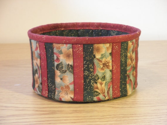 Quilted Fabric Bowl - Christmas Lily (XbowlK)