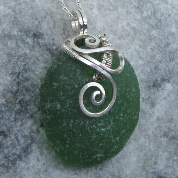 Green Sea Glass Necklace - Beach Glass Pendant - Seaglass Jewelry - Green