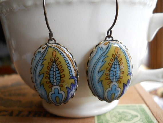 Glass Feather Paisley Cabochons Vintage 1950s Unique Glass Set in Brass Long Earrings