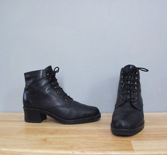 vintage black LACE UP boots w/ heel 7