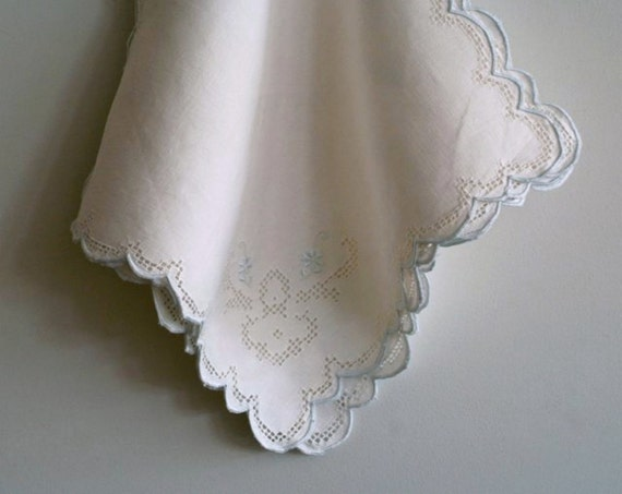 set of 4 vintage white embroidered and crocheted lace napkins