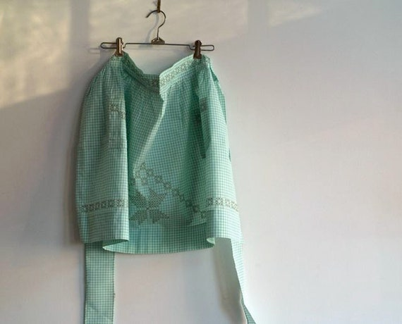 Vintage Gingham Apron, Spring Green Apron, Farmhouse, Country Chic Apron, Kitchen Apparel