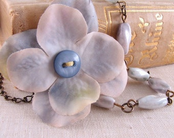 Hydrangea shabby blue necklace with vintage glass and flower