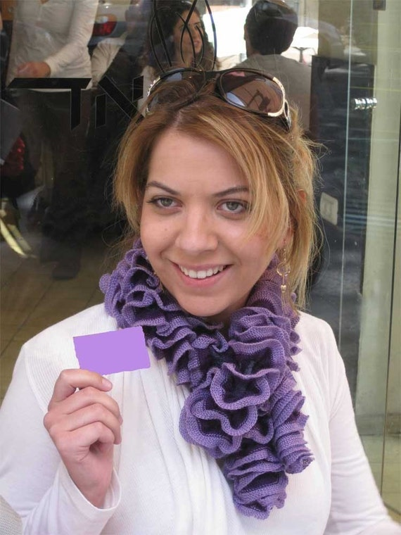 Knitted ruffles scarf in purple shades