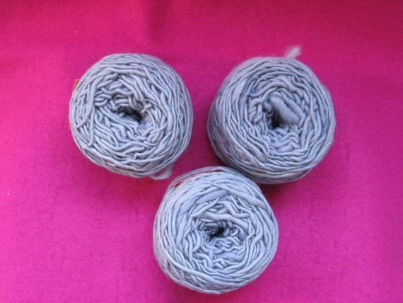 Hand-dyed, handspun light purple-gray merino wool (300 gr)