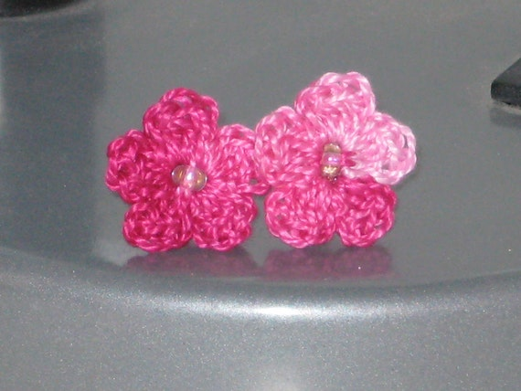Stud Earrings with crocheted flower in pink shades