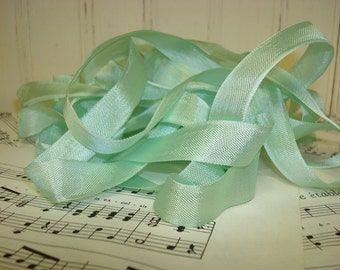 5 Yards Vintage Seam Binding - Mint Green