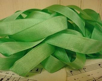 20 Yards Vintage Seam Binding - Spring Green