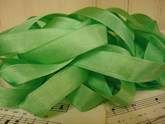 5 Yards Vintage Seam Binding - Spring Green