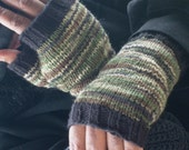 Hand Knit Fingerless Gloves For Men / In Green And Black Camouflage