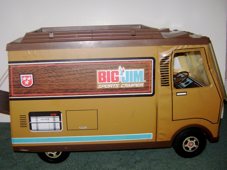 Big Jim Sports Camper With Dining Set