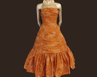 50s dress / A Walking Confection Vintage 50's Strapless Prom Party Dress