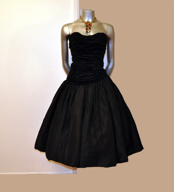 1950s dress / A Black Beauty Vintage 50's Strapless Ruched Taffeta Full Skirt Party Dress