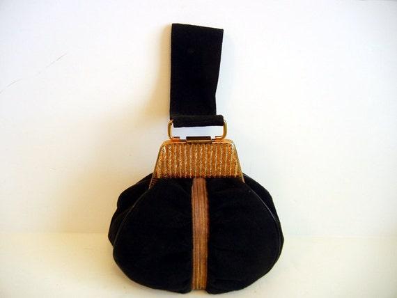 1940s purse / Art Deco Ruched Wristlet Vintage 40's Black  Bag with Gold Handbag