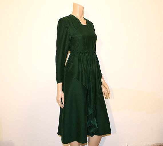 1940s dress / In the Pines Vintage 40's Green Peplum Dress
