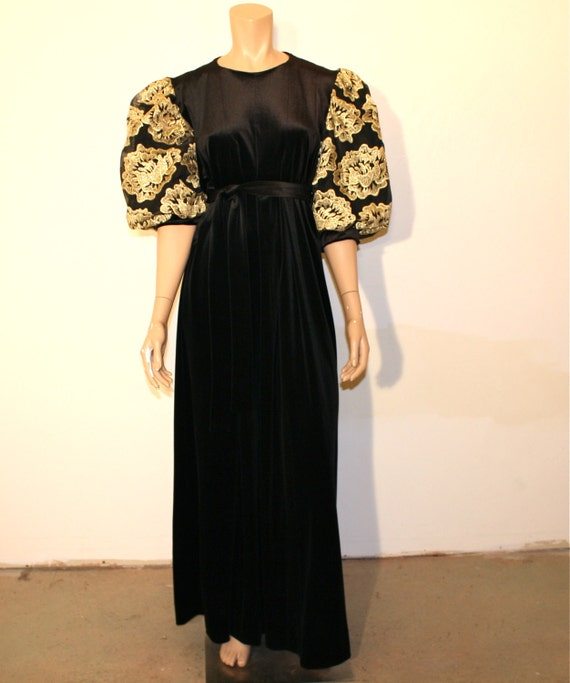 1970s dress / Coming Up Roses Vintage 70's Black and Gold Velvet Gown