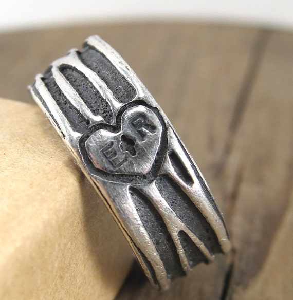 Personalized Tree Ring - Woodgrain Ring -Carved Heart Ring