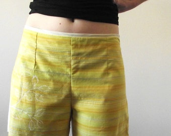 Yellow spring shorts with bird print