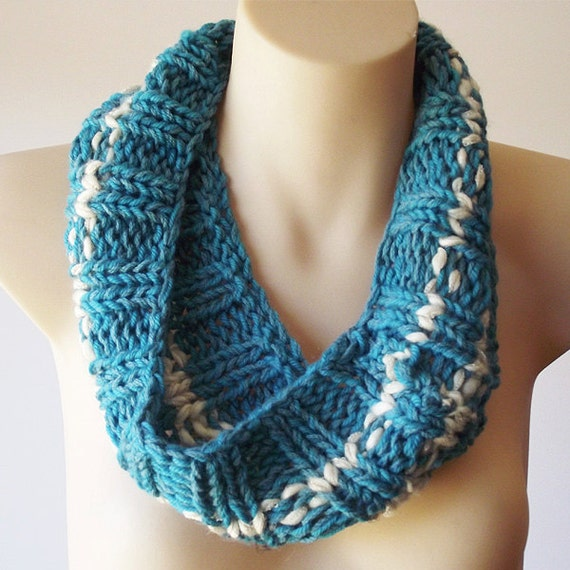 Cowl. Hand Knitted Cowl. Turquoise Collar