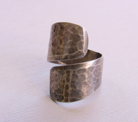 Vintage Hammered Sterling Silver 925 Wrap Around Ring Size 9