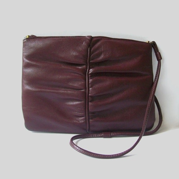 1970s purse / vintage 70s purse / leather /  Tuscan Maroon Ruched Purse
