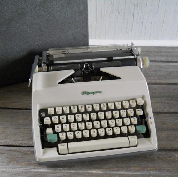 Typewriter Vintage Olympia Manual Typewriter with Case