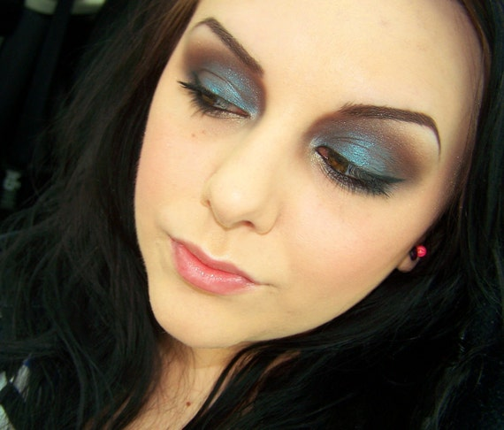 Mineral Eye Shadow in Diego..  Color Shifter... At MOI Cosmetics