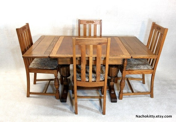 English Table Seats 2 or 4, 4 Chairs, Antique Oak Expandable