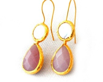 Romantic Drop Earrings With a Pearl