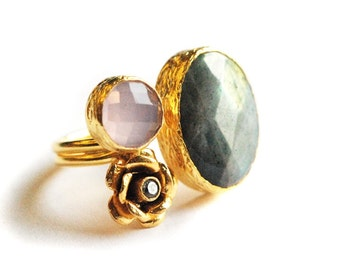 Big labradorite ring with pink quartz stone and a rose, made in sterling silver coated 18K gold, Romance Ring, Rose ring, Big Statement Ring