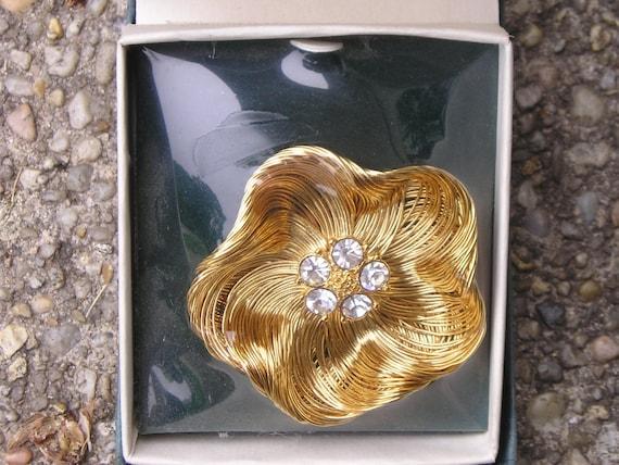 VINTAGE MONET RHINESTONE GOLDTONE WIRE FLOWER PIN ORIGINAL BOX