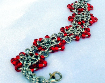Chainmaille Bracelet with Red Beaded Flowers, flower bracelet, flower jewelry, beaded chainmaille, beaded jewelry, flower chainmail