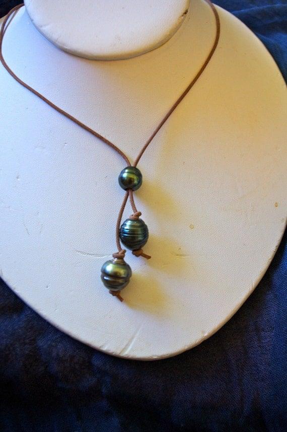 Tahitian pearl sliding lariat