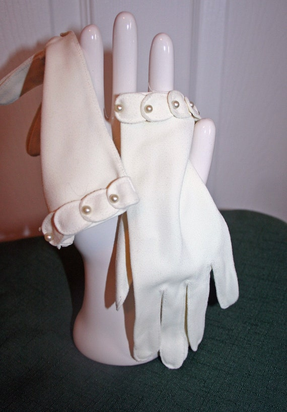 Aunt Laura's Gloves - White Nylon with Pearls