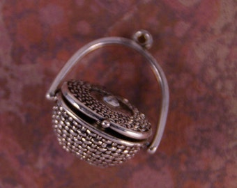 Silver-tone Metal Basket Magnetized Clasp Locket